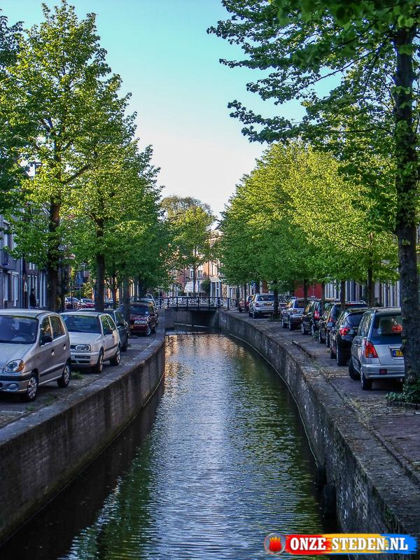 De Gracht aan het Raadhuisplein in Franeker