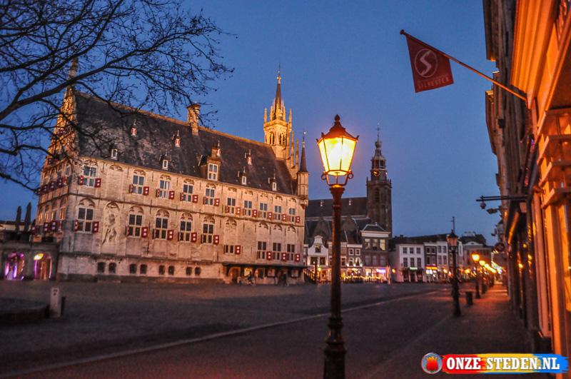 De Markt van Gouda, met op het plein het oudste stadhuis van Nederland.