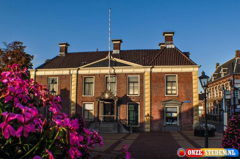Raadhuis maar ook de oude waag van Lemmer.