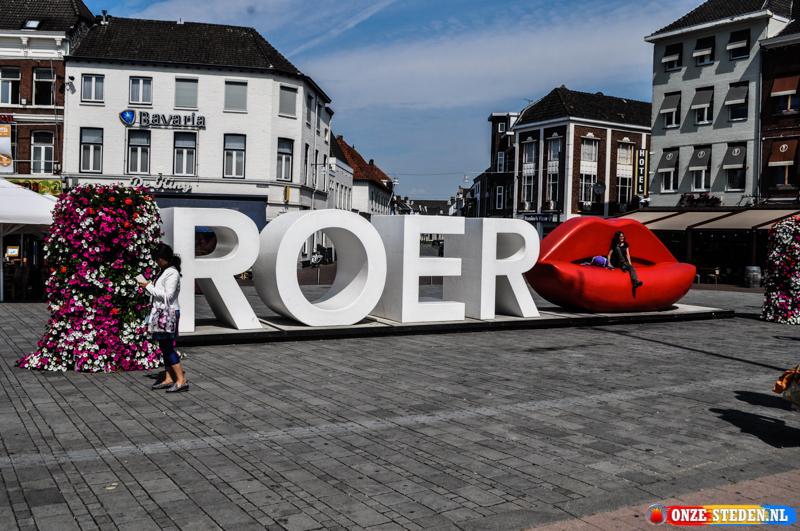De Graaf Gerardstraat in Roermond met op achter grond de Munsterkerk van Roermond