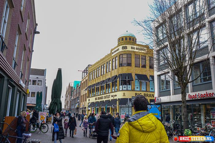 Vleesstraat in Venlo, tevens ook een grote winkelstraat in Venlo.