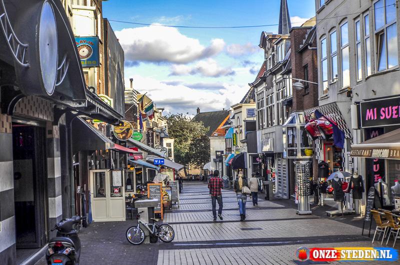 De Kerkstraat in Zandvoort